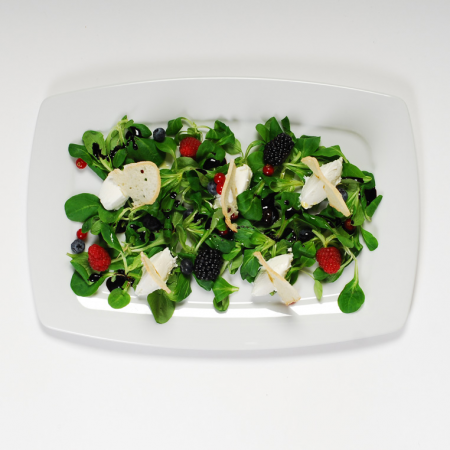 Нежный корн Белая Дача с козьим сыром и ягодами