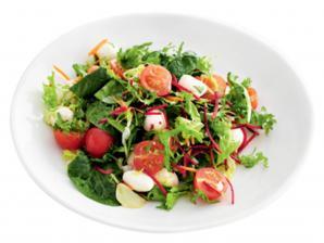 Летний салат: полная миска витаминов
