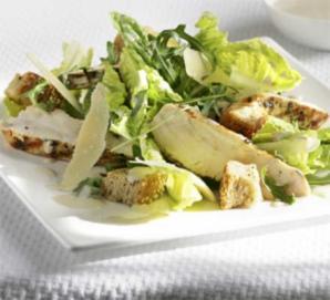 Рецепты салата «Цезарь»: летние варианты