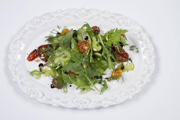 Окинава Белая Дача с 3 видами томатов и кремом из бальзамического уксуса