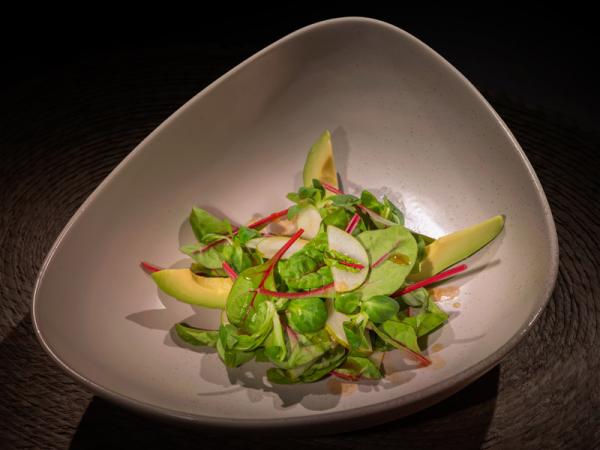 Салатная смесь «Men's Mix» с авокадо, грушей и голубым сыром