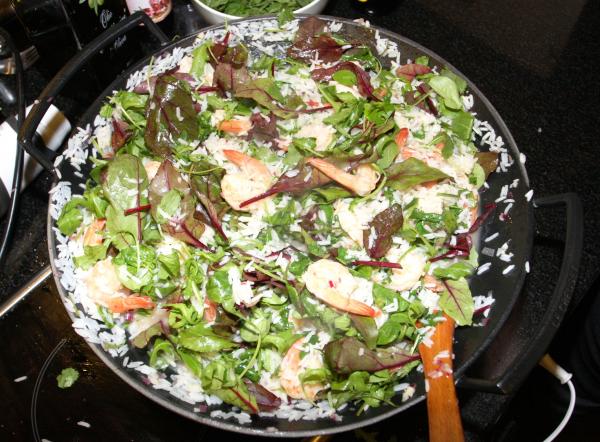Сладкий рис с креветками и салатной смесью «Афиша-Еда»