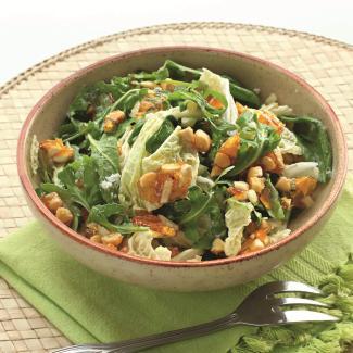 Зеленый салат с миндалем