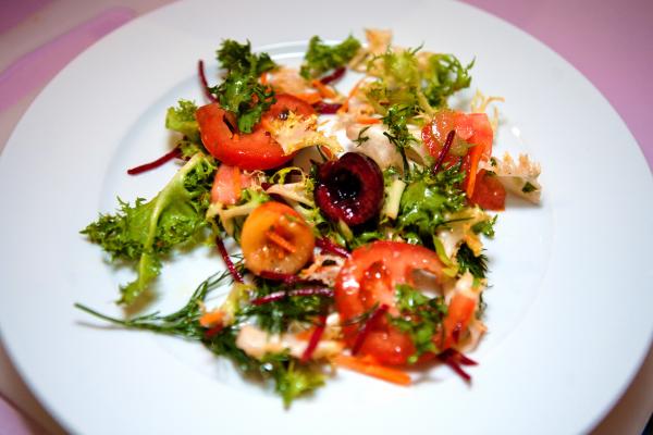 Vita Mix с томатами, черешней, ореховым маслом и хересовым уксусом
