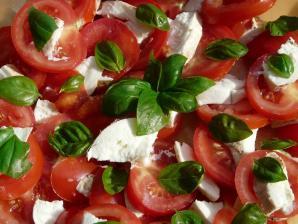 Здоровые салаты на вашем столе